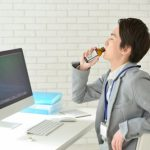 【徹底検証】寝不足・疲れに効果的なのはエナジードリンクと栄養ドリンクどっち?