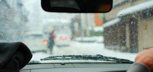 車の窓ガラスのくもり